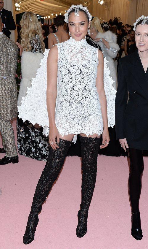 Gal Gadot vestida de Givenchy en la alfombra roja de la Gala MET 2019