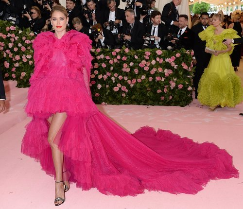 Doutzen Kroes vestida de Giambattista Valli en la alfombra roja de la Gala MET 2019