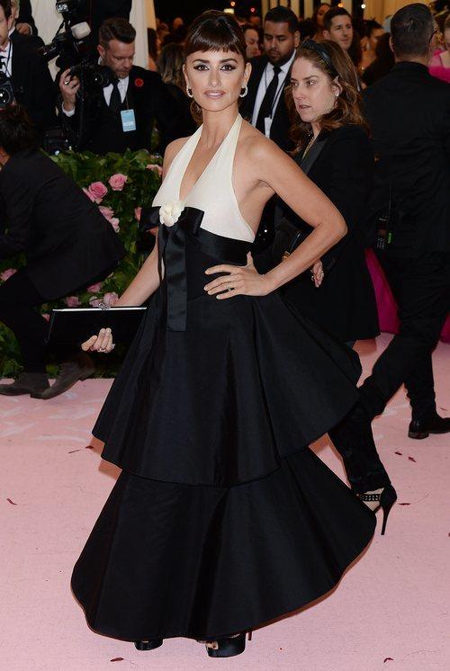 Penélope Cruz vestida de Chanel en la alfombra roja de la Gala MET 2019