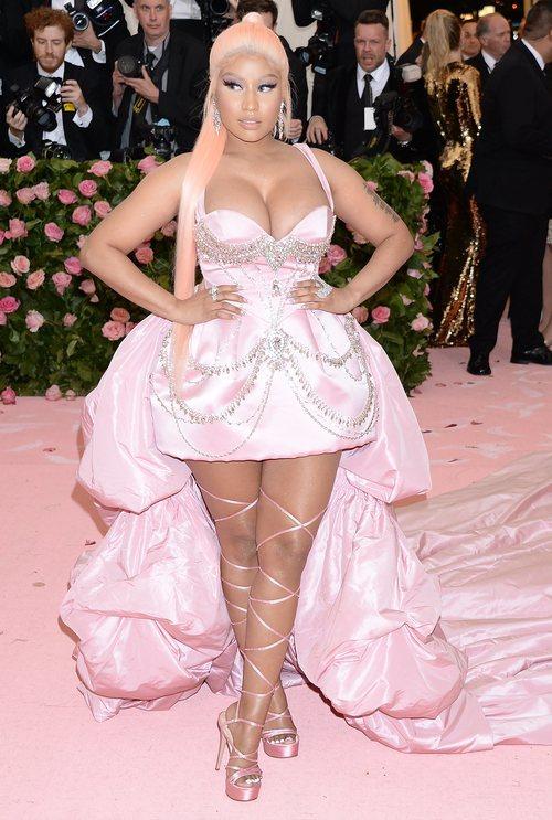 Nicki Minaj con un vestido de Prabal Gurung en la alfombra roja de la Gala MET 2019