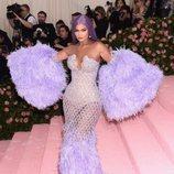 Kylie Jenner con un vestido de Versace en la alfombra roja de la Gala MET 2019