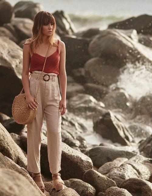 Pantalones de cintura alta de la colección verano 2019 de Stradivarius