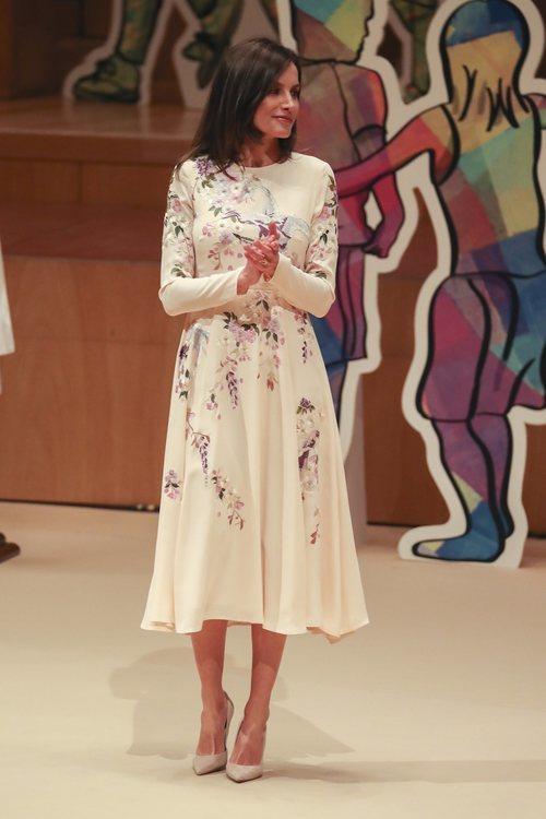 La Reina Letizia repite vestido en el Día Mundial de la Cruz Roja y de la Media Luna