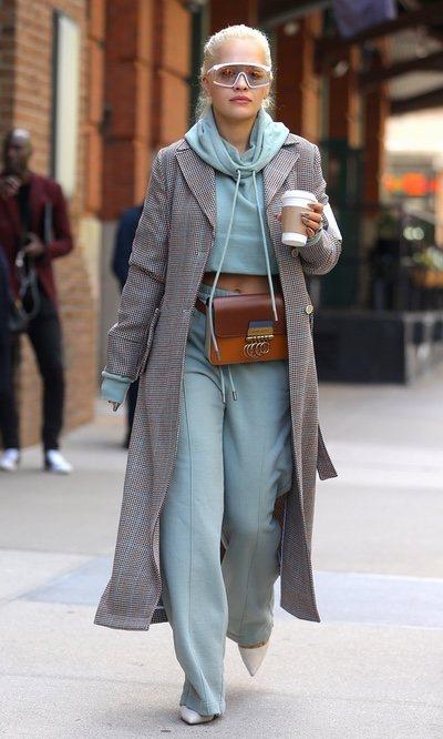 Rita Ora con chándal y tacones por Nueva York