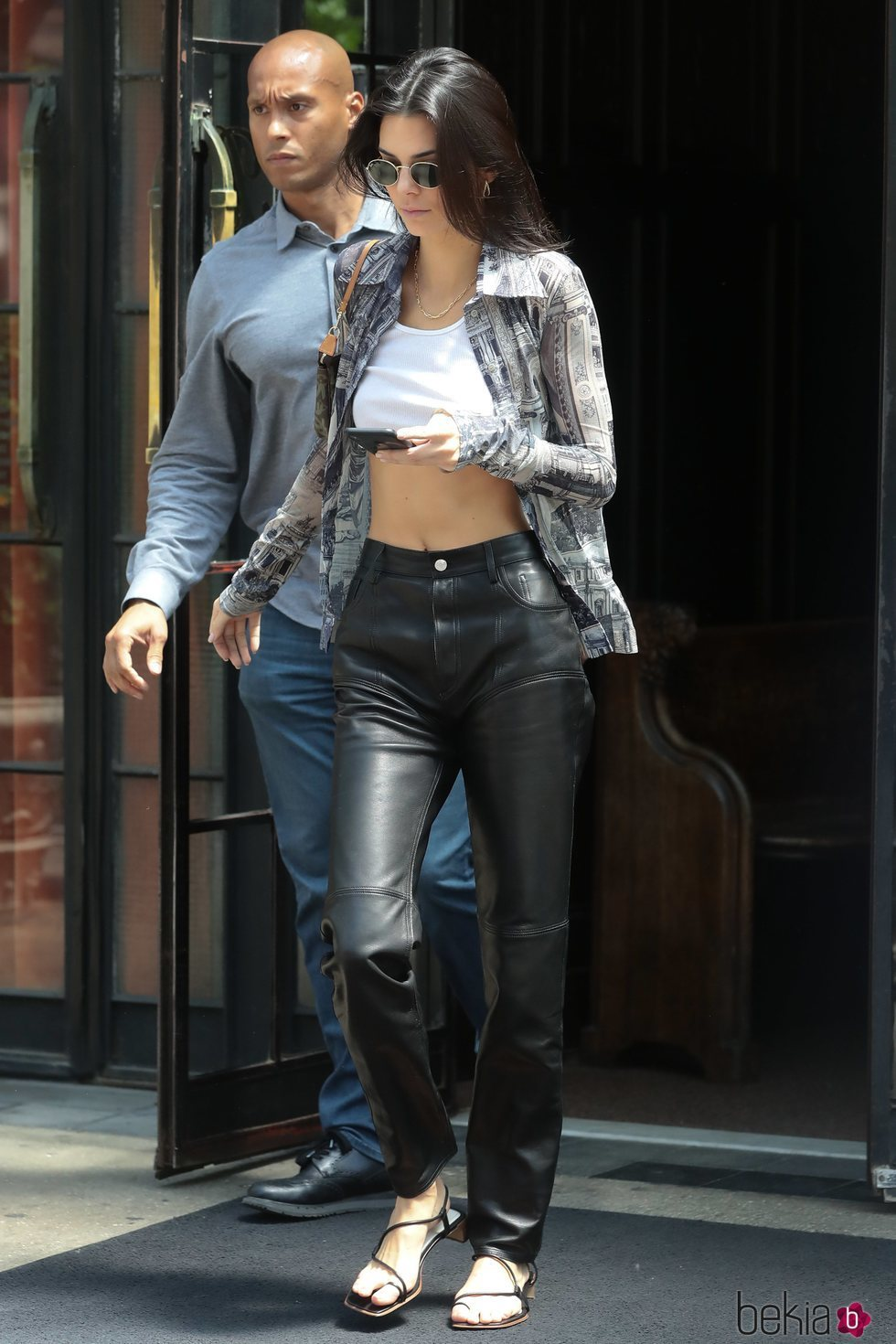 Kendall Jenner luce un pantalón negro de polipiel en Nueva York