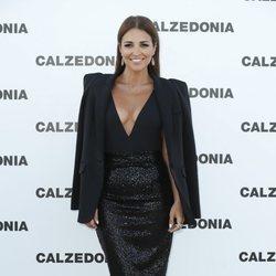 Paula Echevarría combina bañador y blazer en el desfile de Calzedonia en Ibiza