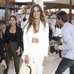Sara Carbonero con bikini y traje en el desfile de Calzedonia en Ibiza