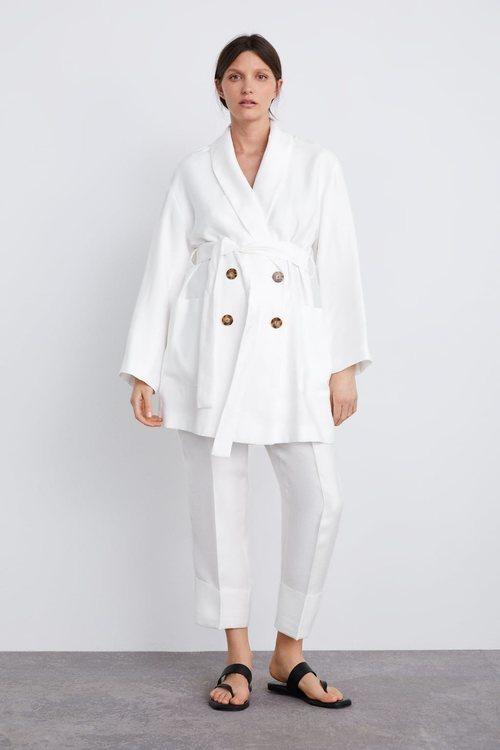 Traje blanco de la colección premamá primavera 2019 de Zara