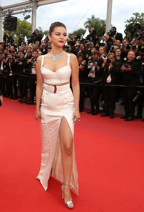 Selena Gomez con look de Louis Vuitton en el Festival de Cine de Cannes 2019