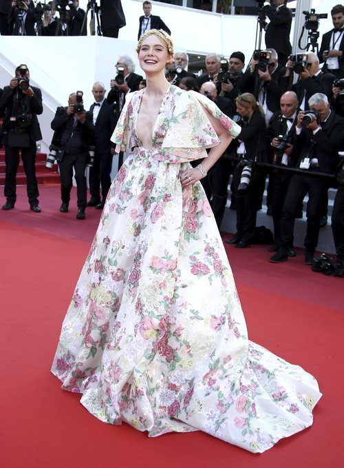 Elle Fannig con vestido de Valentino en el Festival de Cine de Cannes 2019