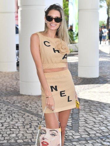 Helena Bordon, la it-girl brasileña aterriza en las calles de Niza con un look de Chanel