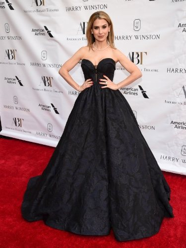 Hilaria Baldwin aparece tras su aborto, en la Gala de Primavera del American Ballet Theatre 2019
