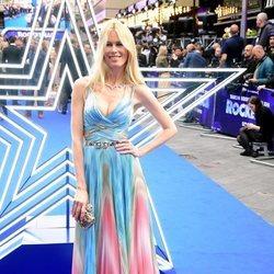 Claudia Shiffer en el estreno de la película 'Rocketman' en Reino Unido con un vestido de unicornio