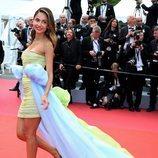 Patricia Contreras en la premiere de 'Oh Mercy' en el Festival de Cine de Cannes con un vestido mini y una cola maxi