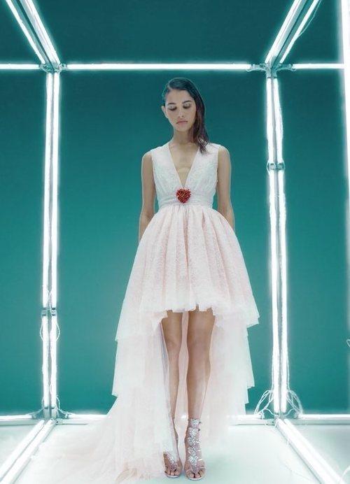 Vestido de encaje con cola de Giambattista Valli x H&M