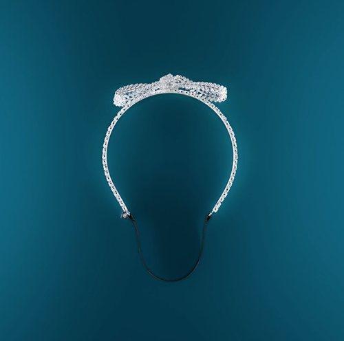 Tiara con lazo de brillos de Giambattista Valli x H&M