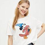 Camiseta blanca con Mickey Mouse de Pull&Bear primavera/verano 2019