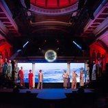 Carrusel de modelos al comienzo del desfile de la colección crucero de Juan Duyos para 'Alta Mar'