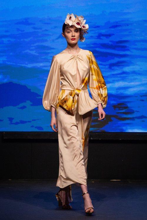 Vestido midi con escote cut out y mangas abullonadas de la colección crucero de Juan Duyos para 'Alta Mar'