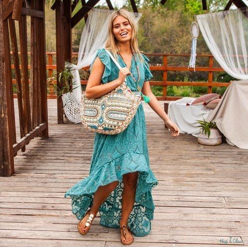 Vestido azul de encaje de la nueva colección 'Ibiza Zen' de Hug&Clau