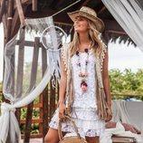 Vestido mini blanco con chaleco de la nueva colección 'Ibiza Zen' de Hug&Clau