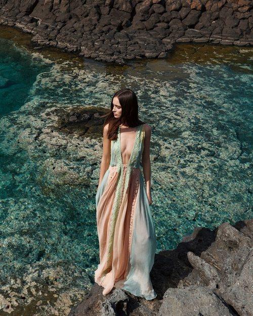 Vestido largo de la colección 'Ocean Breeze' de Alberta Ferretti