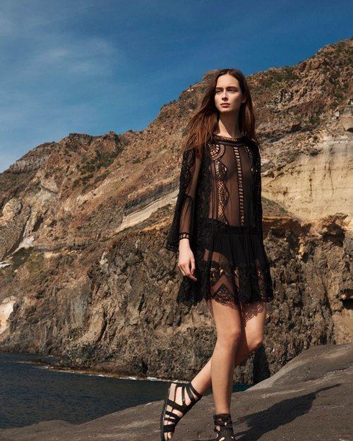 Mini vestido negro de la colección 'Ocean Breeze' de Alberta Ferretti