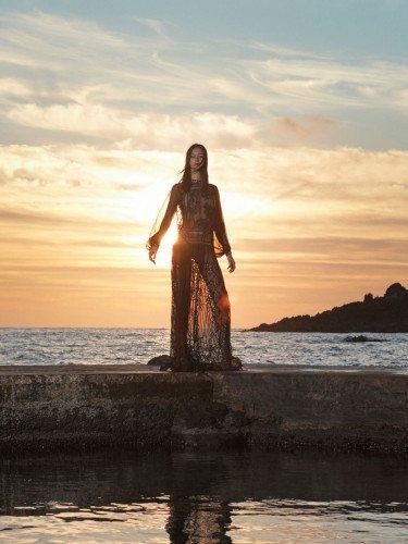 Vestido negro de la colección 'Ocean Breeze' de Alberta Ferretti