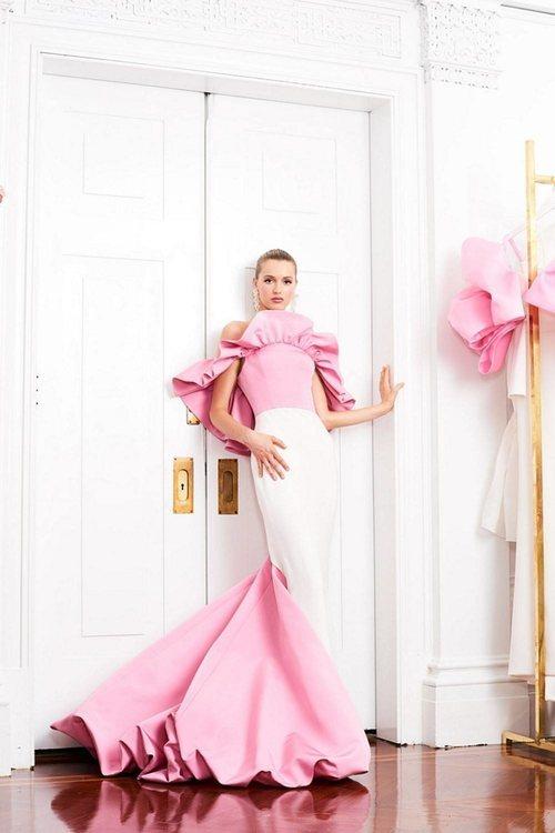 Vestido de corte sirena de la colección pre-fall 2019 de Christian Siriano