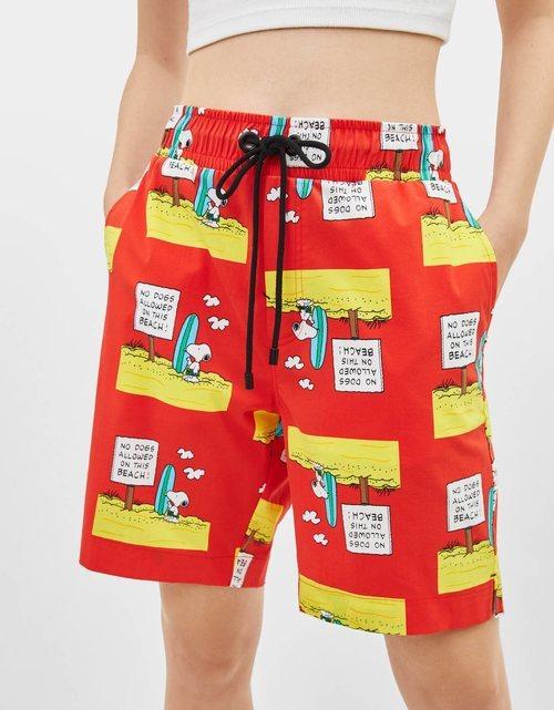 Bermudas con estampado de Snoopy para la colección de Bershka x Snoopy verano 2019