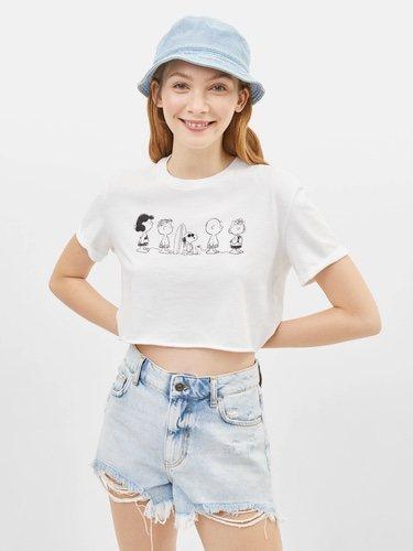 Camiseta coloreada con Snoopy para la colección Bershka x Snoopy verano 2019
