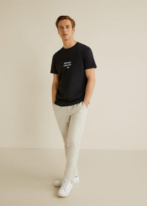 Camiseta de color negro con mensaje positivo de Mango para apoyar la lucha contra el cáncer de próstata