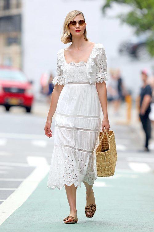 Karlie Kloss con un look ibicenco con todas las tendencias de esta temporada por Nueva York
