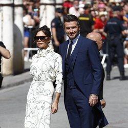 Victoria Becham con un vestido de su propia marca en la boda de Pilar Rubio y Sergio Ramos