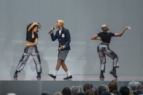 El cantante Pharrel Williams en el homenaje 'Karl for ever'