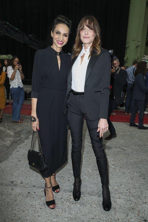 La supermodelo Carla Bruni en el homenaje a Karl Lagerfeld