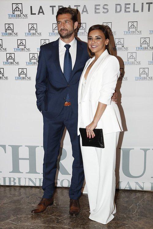 Chenoa anuncia su compromiso con Miguel