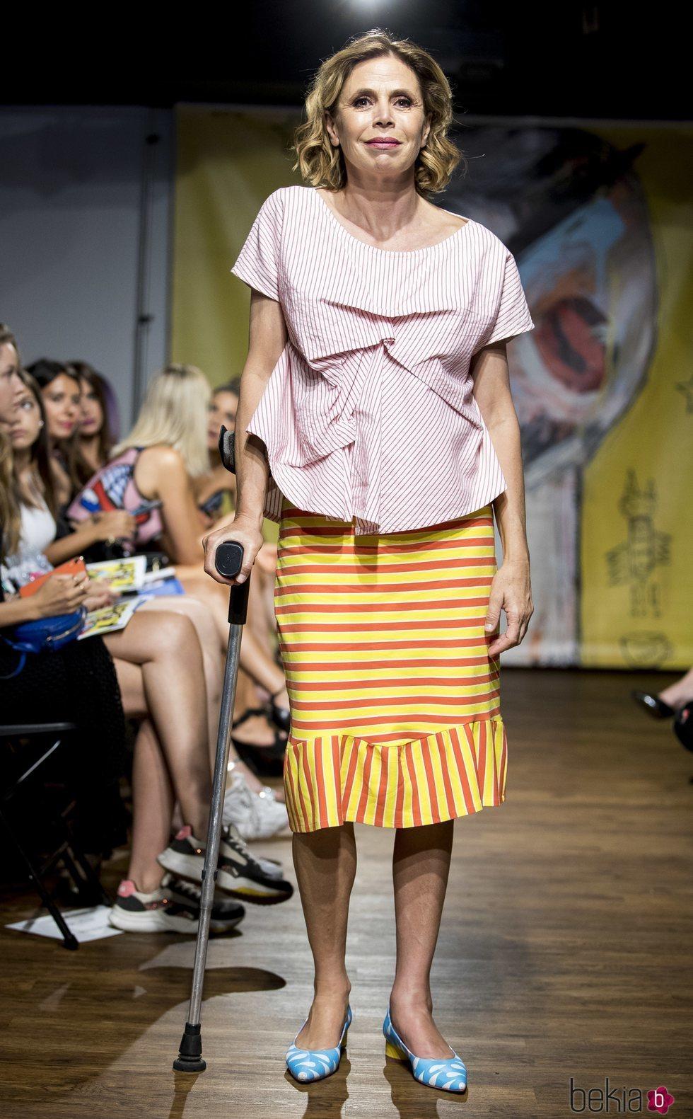 Agatha Ruíz de la Prada luce un total look de rayas en la Mercedes-Benz Fashion Week