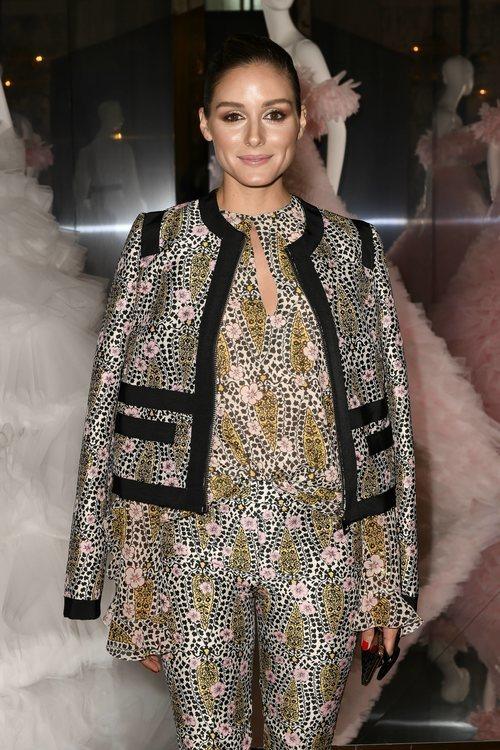Olivia Palermo con total look floral en el desfile de Giambattista Valli en la Fashion Week de París