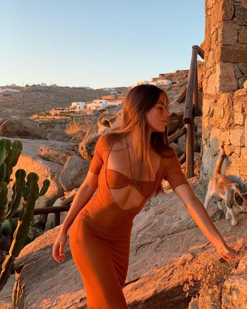 Nina Urgell con La Bata Piana Longue de Jacquemus