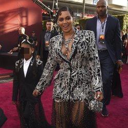 Beyoncé luce un vestido de Alexander Macqueen con pedrería en la premier del Rey León