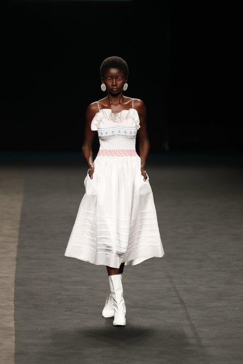Vestido  ribeteado con volantes de la colección primavera/verano 2020 de WallapopxMaríaEscoté