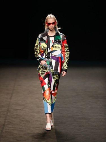 Conjunto de chaqueta y pantalón de inspiración ochentera en la colección primavera/verano 2020 de WallapopxMaríaEscoté
