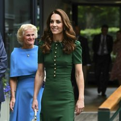Kate Middleton con un vestido verde botella en el Campeonato de Wimbledon 2019