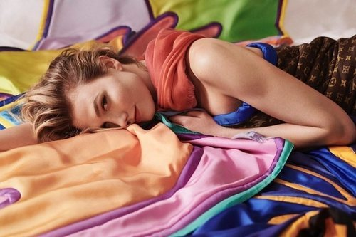 Fulares y pañuelos de la colección verano 2019 de Louis Vuitton con Karlie Kloss
