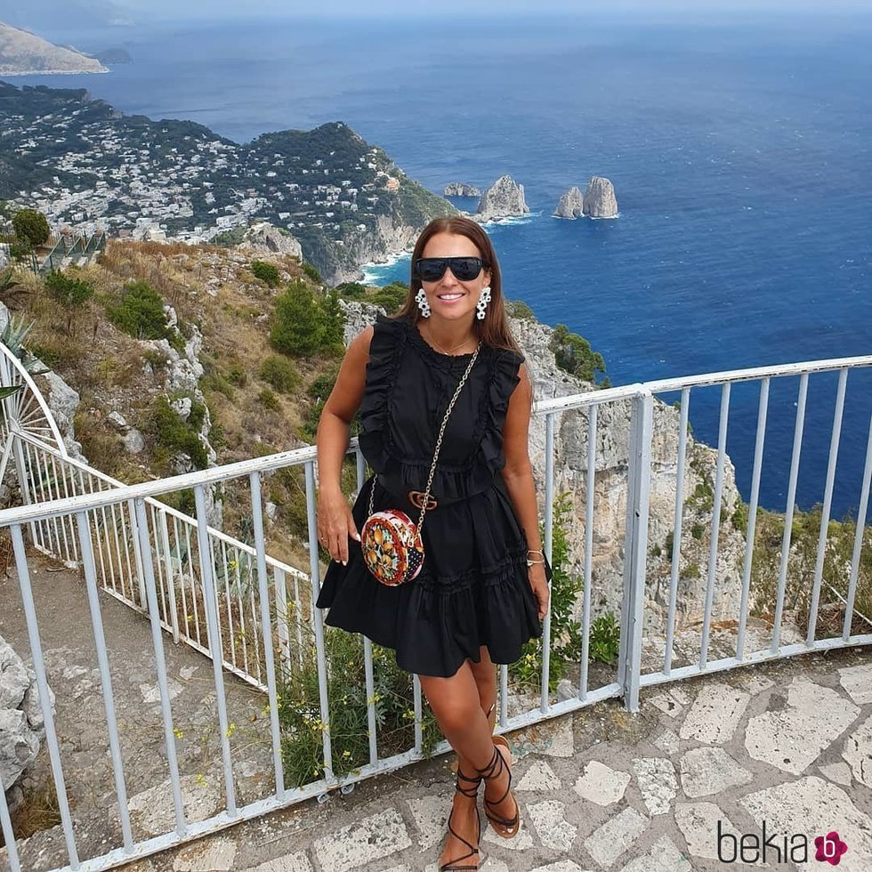 Paula Echevarría en Capri con un vestido negro