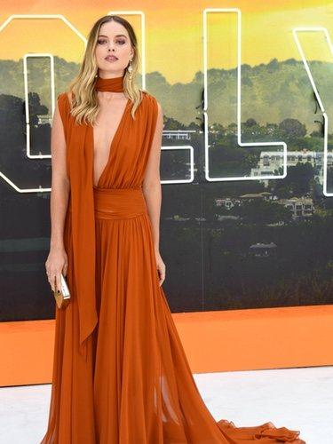 Margot Robbie con vestido naranja en la premiere de 'Once Upon a Time Hollywood'