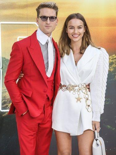 Emma Louis Connolly y Oliver Proudlock en la premiere de 'Once Upon a time in Hollywood'
