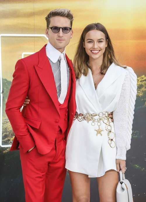 Emma Louis Connolly y Oliver Proudlock en la premiere de 'Once Upon a time in Hollywood'