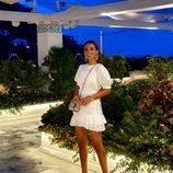 Paula Echevarria en Capri con un mini vestido blanco